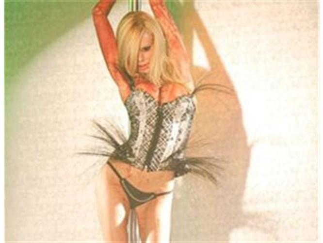 Porno yıldızı striptizci oldu